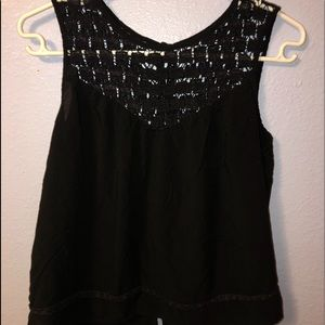 Women's M flowy tank top with button up back